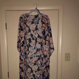 Silky floral duster. Excellent condition.